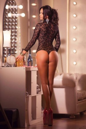 Loukina thick escorts in Mansfield